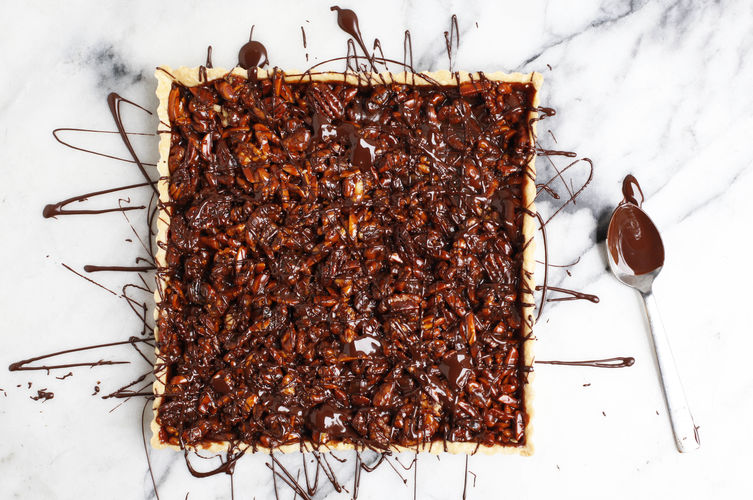 caramel-nut-tart-with-chocolate